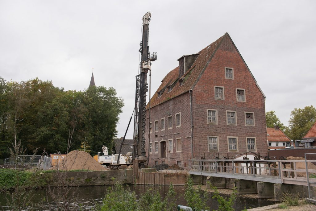 Der Treppenturm an der Berkelmühle steht auf Betonpfählen